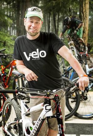 Tobias Nilsson, cykelreparatör på Velo Rapide i Östersund.