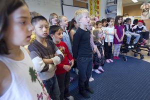29 elever går i första klass vid Västra skolan. Minst tio språk kan de tala.
