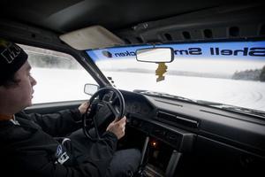 Fredrik Nykvist säger att han får en riktig adrenalinkick när han rattar sin Volvo runt sjön.