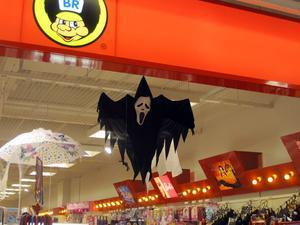 Leksaksbutiken i Igorgallerian satsar på spöklik maskeradutstyrsel inför Halloween.