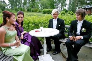 Carolina Norgren, Malin Dalin, Mikael Sandström och Timmy Härdin filosoferade om tiden som de lämnade bakom sig.– Det är nu livet börjar, sade Timmy Härdin