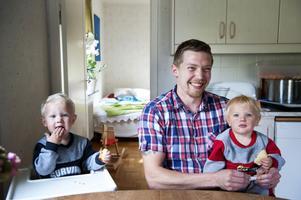 Korvmakare av rang kan han kalla sig, Jörg Kronsfoth, här med sönerna Karl och Frank.