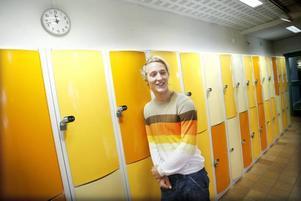 FOKUS PÅ DESIGN. Det är inte helt och hållet en slump att Filip Johannessons grupp på Innovation Camp fokuserade på digital klädhandel. Filip är design- och klädintresserad. Tröjan, som matchar skåpen på Sandvikens gymnasieskola, har han köpt via webben.