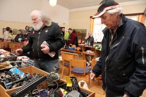 Birger Ehrnlund och Bosse Lindqvist hade åkt från Tärnsjö för att fynda gamla bildelar på veteranmarknaden i Möklintagården.