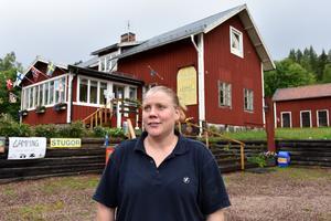 Ann-Louise Danielsson utanför sin nya arbetsplats.