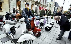 Lyckliga minnen. Stolt ägare till en Vespa Touring 1957 är Björn Hermansson, en scooter som väcker minnen.