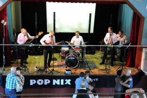 PopNix spelar på dansen för funktionshindrade i Kulturhuset Svanen i Borlänge på lördag.