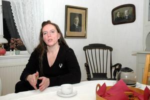 STÖD. Musikläraren Kerstin Limér stöttar de unga artisterna.