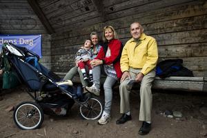 Sara Öhlén och Madeleine Gerdin var på plats för att njuta av naturen med sexåriga  Christian Gerdin och John Karlsson på 88 år.