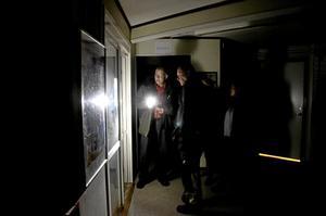 Vad är det som lyser? Under en vandring i mörkret är det lätt att hitta maskiner i onödiga stand by-lägen.