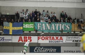 VSK-klacken i kvartsfinal 3 i Sandviken. På lördagen är dom garanterat fler.