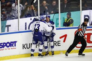 Leksands William Wikman (th) jublar efter sitt 0-1 mål tillsammans med Jon Knuts.
