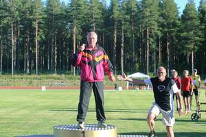 Valter Ulander står som vinnare på prispallen.