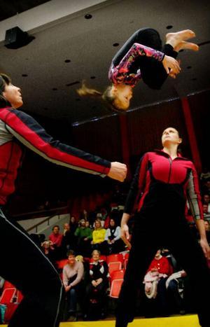 Här är det deltagare från Vemdalen som hoppar trampett.  Foto: Ulrika Andersson