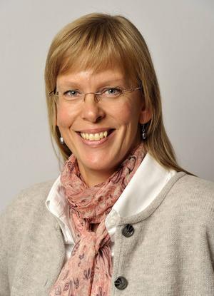 Staffans församlings nya församlingsherde Karin Sarja. Hon efterträder Peter Hallgren Stjerndorff, som blivit chef för enheten för verksamhetsstöd inom Svenska kyrkan i Gävle.