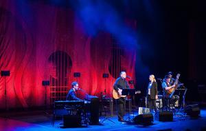 Bob Dylan, Leonard Cohen, Tom Waits och Tom Petty är några av namnen som trion tolkar på svenska.