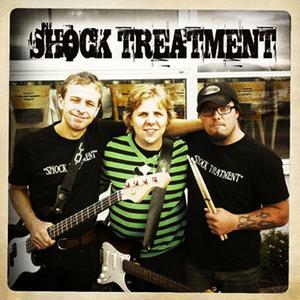 Schock Treatment, ÖstersundVi är ett band från Östersund som består av tre killar, Olle Persson, trummor och kör. Adam Näslin, gitarr och sång. Johan Franck, bas, sång och kör. Vi är ett glatt band som har lirat ihop i cirka sex månader. Vi lirar rock, pop, gärna egna låtar som t ex