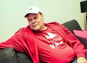 Mikael Larsson är centrumvärd i Söderhamn. Han bekräftar att det finns mycket droger i stan vilket förutom överdoser även för med sig andra problem som hot, våld och otrygghet.