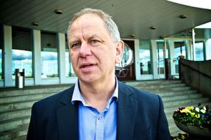 Ronnie Högberg säger att företaget måste anpassa kostnaderna efter rådande läge. I princip råder anställningsstopp sedan slutet av 2011.