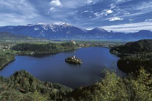 Gör en dagsutflykt till idylliska Bled.