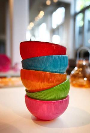 Värmeljushållare alternativt små skålar för exempelvis efterrätten. Tillverkade av 100 procent returglas. Vidreco. 69 kronor per styck. Durabel design.