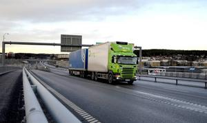 Stora delar av lastbilstrafiken har valt Sundsvallsbron.
