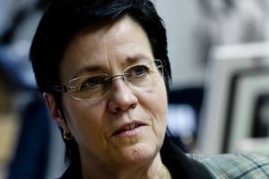 Landstinget förre förvaltningschef för specialistvården Margareta Berglund Rödén ska grovt ha överskridit sina befogenheter när hon tecknade ett chefsavtal.
