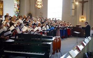 Kontraktsmässa. I år är det 50 år sedan kvinnliga präster fick prästvigas i Sverige. Det firades med en kontraktsmässa i Gagnefs kyrka.FOTO: ERIC SALOMONSSON