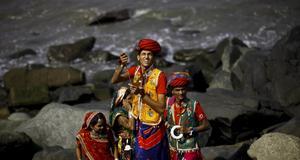 Indiska drakflygare i traditionella dräkter.