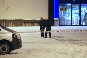 Polisen spärrade av platsen och genomförde en teknisk undersökning under natten.