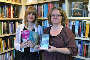 Anna Danielsson, bibliotekarie Säter, och Maria Höglund Boberg, bibliotekarie i Stora Skedvi, ser fram emot bokcirklarna i Säters kommun.