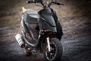 Carolas moped.
