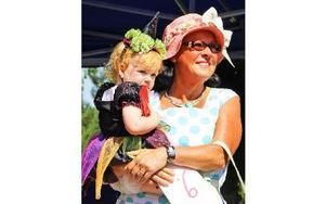 Tyra Forssell vann andraplatsen, mormor Anna fanns som tävlingsstöd. Foto: Emma Andersson