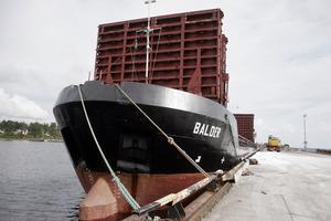 Fartyget kom med 2 700 ton vägsalt från saltgruvor i Tyskland.