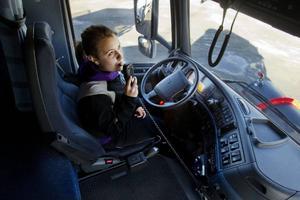 Linda Blom från Lillholmsjö går tredje året på transportutbildningen för att bli lastbilsförare. Att det är alkolås på bilen är i dag en självklarhet.