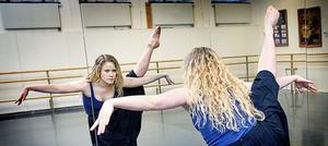 Det är den moderna dansen Sofia Edstrand har fastnat för.