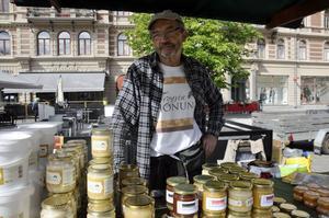 Honung i flera former på John Bergströms, Trogsta honung, bord.