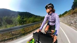 Förra året cyklade Johanna Johansson från Östersjöns kust i Polen till Aten vid Medelhavets kust. En sträcka på 300 mil. Årets äventyr blir långt men inte lika som förra året. Sträckan mellan Georgien och Iran är mellan 190 och 200 mil.