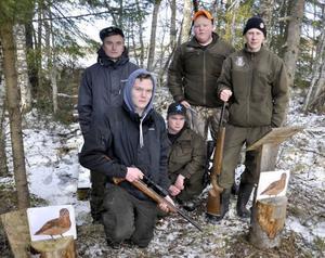 Tomas Barry, Erik Ottosson, Johan Westerström, Joakim Andersson, Per Nyman och Simon Olsson (inte med på bild), ville se fler jaktstigar på Dille gård – och tog saken i egna händer.