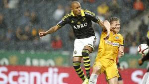 Alex Pereira i en match med AIK.
