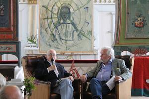 Nils G. Åsling och Kjell Albin Abrahamsson diskuterade Per Olof Sundman i Gåxsjö kyrka 23 juli. Båda ville tona ner hans nazistiska kopplingar och betecknade honom som en god demokrat. Enligt Åsling hamnade Sundman i centerrörelsen för att han såg den som lämpligaste för konflikten individ-samhälle. Abrahamsson minns honom som en varm, lite slängig person med plirande blick.