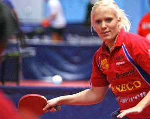 Matilda Holmgren, i hennes förra klubbs matchtröja.