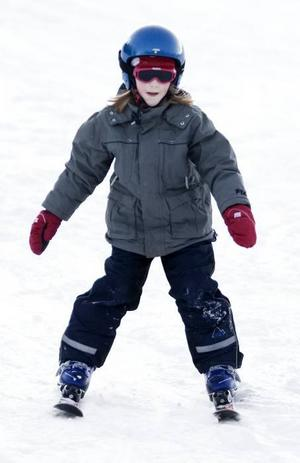 nya skidor. Tove Bomark, 6 år, hade fått nya skidor i julklapp och passade på att prova dem när Hemlingbybacken öppnade på nyårsafton.
