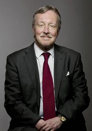 Gunnar Hult är chef för Militärvetenskapliga institutionen och professor vid dess Militärtekniska avdelning, Försvarshögskolan i Stockholm.