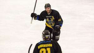 Erik Fredriksson gjorde ett av målen när FAIK besegrade Hallsberg med 2–1 på bortaplan.