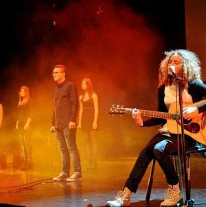 Larisa  Cof  kan  ses  och  höras  på  festivalen  Ung kultur möts  i  Västerås konserthus i morgon, lördag.
