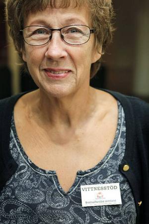 Astrid Lovåg är samordnare för vittnesstöd på tingsrätten Östersund. Hon ser till att det alltid finns vittnesstödjare på plats när det är rättegång.  Ett par gånger i veckan finns även hon själv på plats som vittnesstödjare.