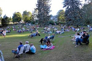 Populärt. Det var många som tagit sig till scenen vid Kumlasjön för att lyssna på Chippis.