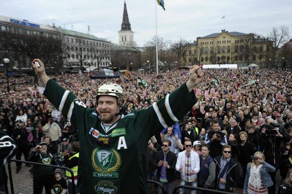 Jonas Frögren avslutade en framgångsrik karriär, som innehöll bland annat SM-guld med Färjestad, med att spela upp Leksands IF i SHL.