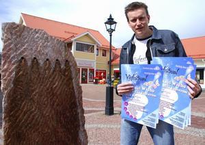 - Jag garanterar att årets Visfestival i Forsgläntan i Malungsfors kommer att bli något alldeles extra säger skaparen av visfestivalen Johan Eriksson. Foto:Sören Haga